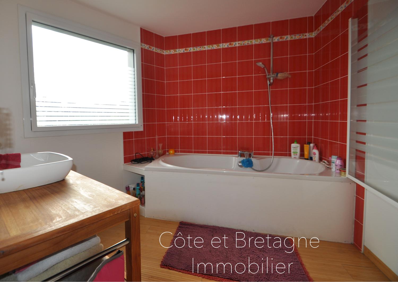 A vendre st brieuc contemporaine cote et - Salle de bain saint brieuc ...