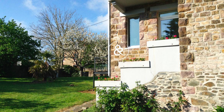 maison-a-vendre-etables-sur-mer-quatre-chambres-entree-exterieur-gd