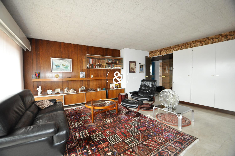 a vendre appartement t5 dernier etage cote et. Black Bedroom Furniture Sets. Home Design Ideas