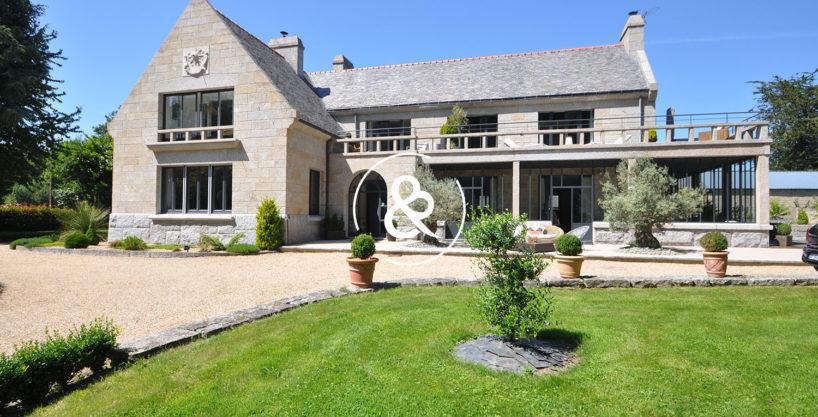 A_vendre_maison_demeure_propriete_Dinan_Bobital_Bretagne_1950_pierres_jacuzzi_hammam_sauna_jardin_cote_et_bretagne_immobilier_prestige_luxe