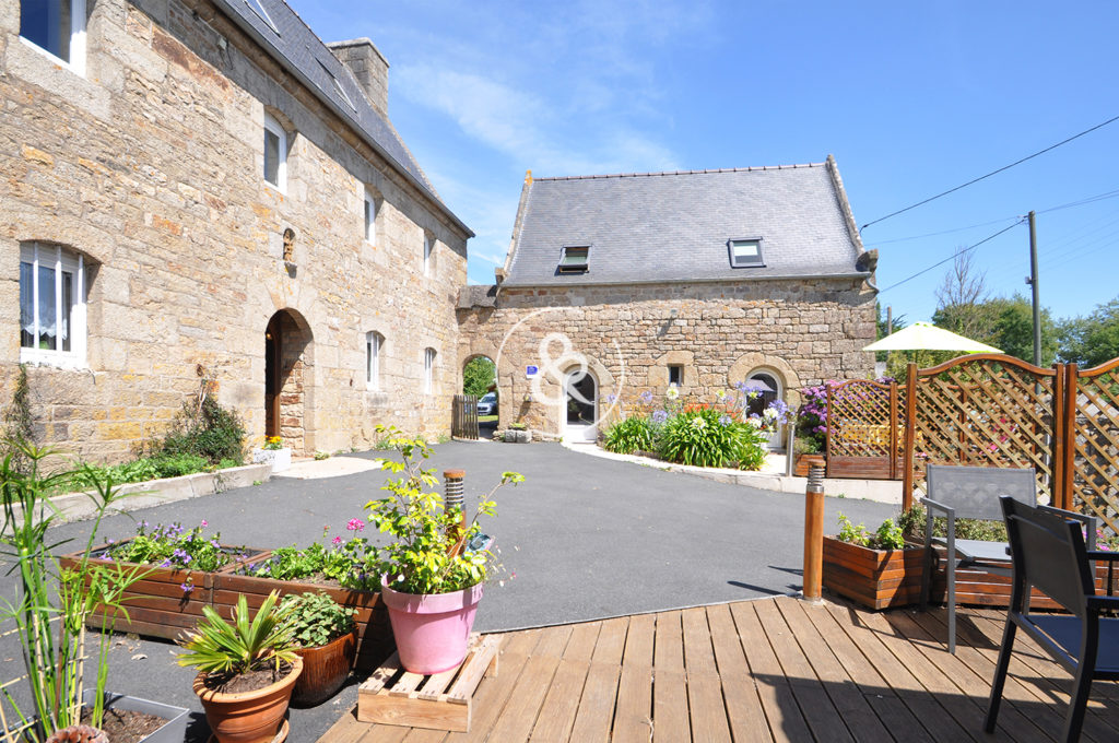A_vendre_Maison_Demeure_Propriete_Manoir_Gites_Lannion_terrasse_jardin_garage_prairie_sauna_hangars_paddocks_cote_et_bretagne_immobilier_luxe_prestige_0