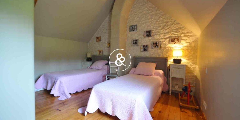 maison-a-vendre-en-pierre-henon-charme-chambre-d'hote-gite-chambre2-
