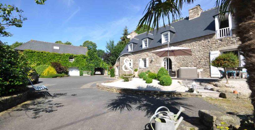 maison-a-vendre-en-pierre-henon-charme-chambre-d'hote-gite-exterieur-7-