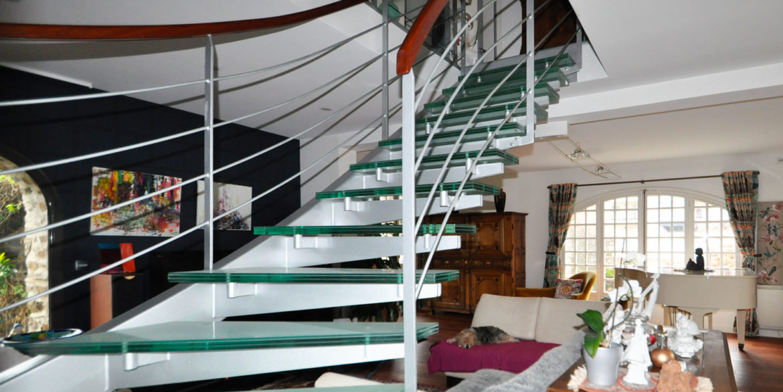 maison-demeure-en-pierre-proche-de-la-mer-jardin-luxe-prestige-04
