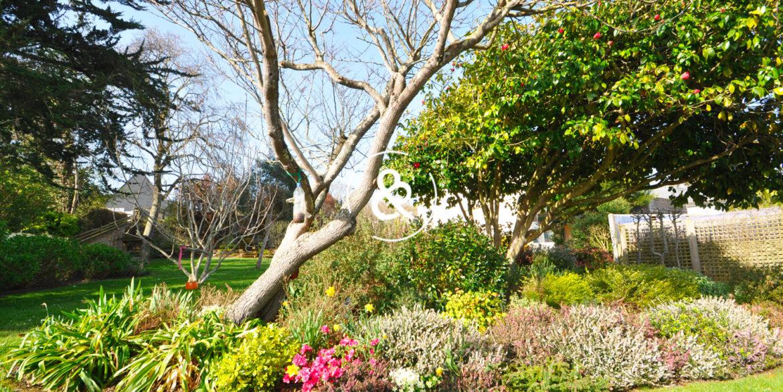 maison-demeure-en-pierre-proche-de-la-mer-jardin-luxe-prestige-07