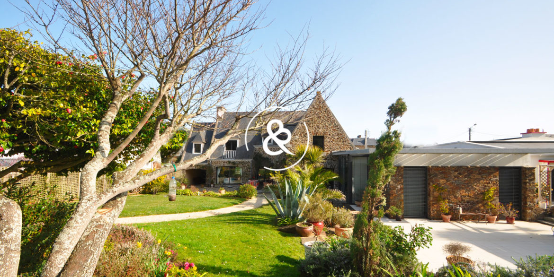 maison-demeure-en-pierre-proche-de-la-mer-jardin-luxe-prestige-10